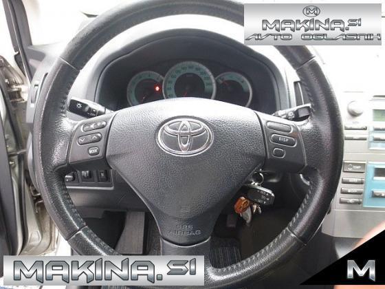 Toyota Corolla Verso 2.2D KLIMA + POTOVALNI RAČUNALNIK + 7 SEDEŽEV + PDC + SLOVENSKO VOZILO