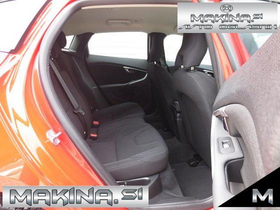Volvo V40 Cross Country D2 AUTOMATIC + NAVIGACIJA + AVTOMATSKA KLIMA + PDC + TEMPOMAT