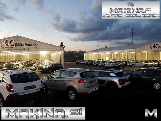 Volvo XC60 FWD D3 Momentum Geartronic- NAVIGACIJA- 2 X PDC- JAMSTVO 12.MESECEV